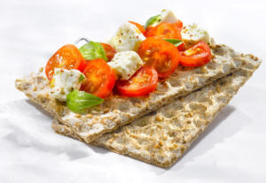 P tp 028 Studio-Prigent-Photo-Photographe-pack-packaging-detoure-alimentaire-tartine-tomate-feta-crackers-pain-enzimz